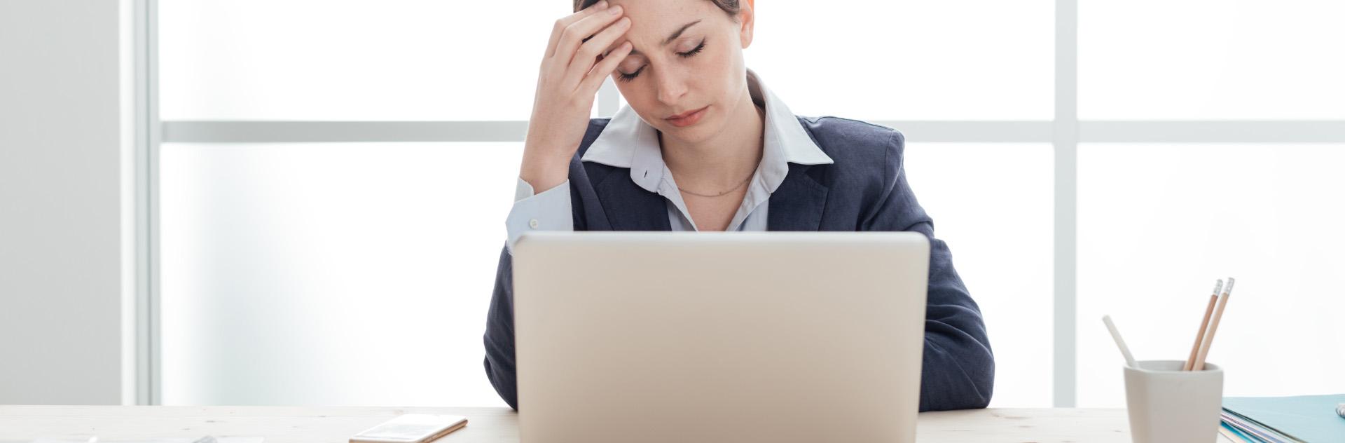 5 konsekwencji chodzenia z grypą do pracy